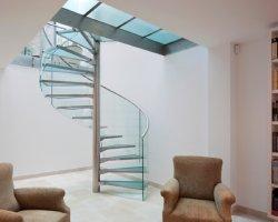 تصميم خارجي مخصص من الفولاذ المقاوم للصدأ سلم لولبي داخلي/حديث السلم/السلم الزجاجي