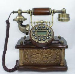 أدوات منزلية بأسلوب قديم، هاتف كلاسيكي مع معرّف متصل سلكي