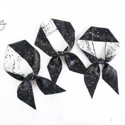Sjaal de van uitstekende kwaliteit van de Zijde met het Zwarte Patroon van Constellaties