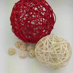 ホーム装飾のための赤く、自然な編む藤の球