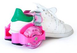 Zapatos ajustables del patín de la rueda del rodillo que contellean