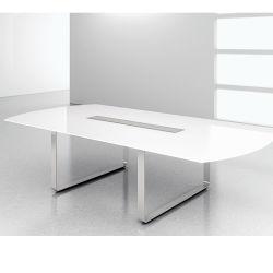 تم تصميمه بواسطة طاولة الاجتماعات الإيطالية المعاصرة 3 م مع الميكروفون