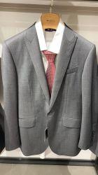 بدلة رمادية موحدة للرجال مع ملابس عمل للجيب