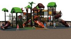 Les enfants drôle de terrain de jeux extérieur des équipements adaptés pour l'âge des différences