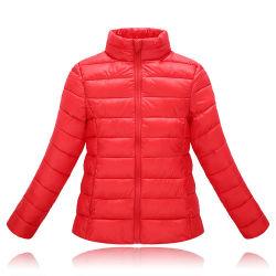 Cappotto esterno di inverno delle donne operate dell'abito delle signore