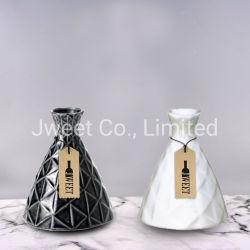 공장 도매 삼각형 흑백 돋을새김된 위함 세라믹 병