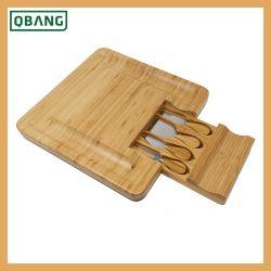 De Raad van de Kaas van het bamboe met Blok van de Karbonade van de Kaas van de Reeksen van Messen het Scherpe