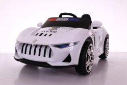 Giro elettrico di inseguimento della polizia sui giocattoli dell'automobile per i capretti con telecomando 2.4G