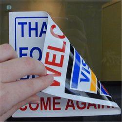 Coche personalizado con la etiqueta de la ventana sin adhesivo posterior
