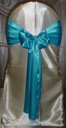 결혼식에 어울리는 값싼 청록색 블루 새틴 의자