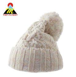 アクリルのPOM POMの冬によって編まれる帽子の帽子
