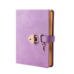 キーおよびロックが付いている個人化されたかわいい紫色の革女性日記