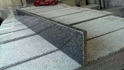 Mattonelle di bordatura di pietra lunghe smerigliatrice Polished del granito per la riga della decorazione ed il punto della scala