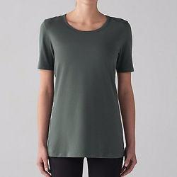 Estate di usura di ginnastica di donne che copre la maglietta normale del cotone della roccia dell'annata