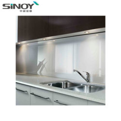ホームデザインのための塗られたガラスストーブの壁を使用して開いた台所装飾
