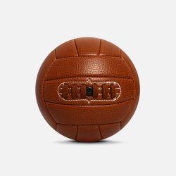 오래된 형식 Retro 기계에 의하여 꿰매어지는 소형 축구 공