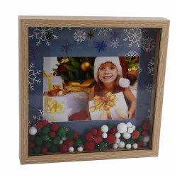 新しいMDFのペーパーによって包まれるきらめきのクリスマスの写真フレーム