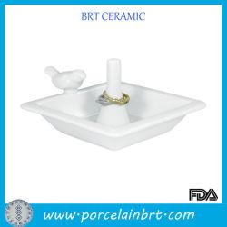 Anel de cerâmica de formato quadrado branco Prato