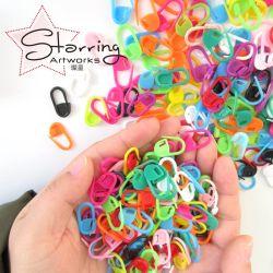 De bulk Veiligheidsspeld van de Tellers van de Steek van de Verpakking Kleurrijke 22mm Plastic