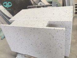 벽을%s 백색 또는 회색 까만 테라조 또는 마루 또는 도와 또는 부엌 싱크대 또는 층계 단계 또는 묘비 또는 샘 또는 허영 상단
