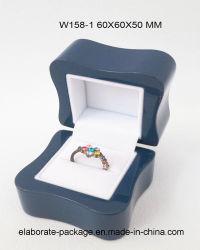 Doos van de Juwelen van de Lak van de Luxe van de Kwaliteit van China de Houten met de Grootte en het Embleem van de Douane