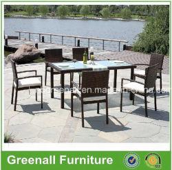 6 Seatersの緩和されたガラスの屋外の庭の藤および椅子セットの家具は台に置く