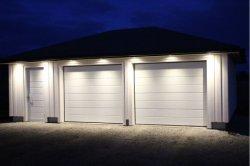 rullo sezionale ambientale automatico residenziale di rotolamento isolato unità di elaborazione dell'acciaio di 40mm sul portello del garage con il portello pedonale