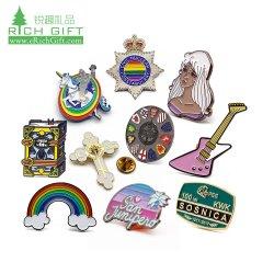 Venta caliente barata Logotipo personalizado Aleación de zinc Rainbow Hat del alfabeto de la espada de la Cruz de la policía Unicornio Guitarra Glitter Soft enamel insignia de los pasadores de Collar insignia de solapa fabricante