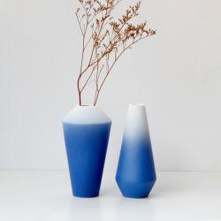 Vaso di ceramica glassato blu e bianco semplice moderno