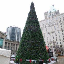 2021 New Design Grande albero di Natale artificiale con decorazione luminosa Fornitore