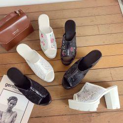 Высокая состоятельных женщин сандалии