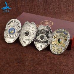 La fábrica China de cobre de diseño de logotipo personalizado de seguridad del ejército militar de la medalla de aleación de esmalte Laple Polo bordado el nombre de estaño metálico botón Auto insignia de la policía W/ Cartera de cuero