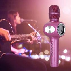 De handbediende Speler van de Karaoke voor het Zingen van de Partij KTV