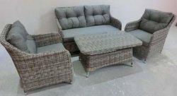 藤の屋外の庭の家具のソファー
