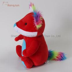 多彩で創造的なクリスマスのプレゼントのプラシ天のおもちゃ