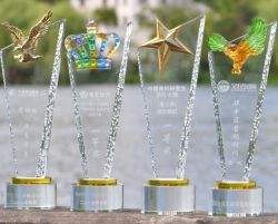 Metal Eagle Star Vidriado coloreado trofeo de cristal fabricado en China