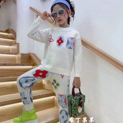 La dernière d'usure d'hiver, de haute qualité Fashion chandails, LV pantalons de survêtement costumes. Les enfants d'usure de la rue. Les enfants d'usure. Les enfants de l'habillement. Les enfants Pull