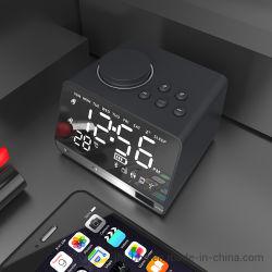 파란 이 4.2 MP3 실행 및 이중 경보 FM 라디오 스피커 이중 USB 비용을 부과 주와 온도를 가진 2019의 형식 책상 그리고 테이블 시계 전시