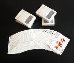 Casino Núcleo Preto alemão jogando cartas de papel com o logotipo personalizado