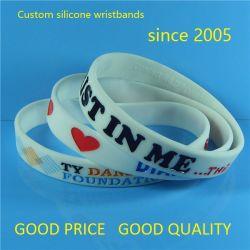 """Nuevo diseño personalizado de 1/2"""" Color sólido de alta calidad Color Debossed pulseras de silicona rellenas con muestras gratis"""