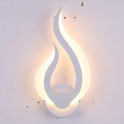 Lampade da parete acriliche moderne del Minimalist LED di figura all'ingrosso della fiamma