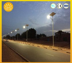 Haute puissance 60W 50W 70W Type fendu lumière LED solaire Rue lumière solaire avec batterie au lithium