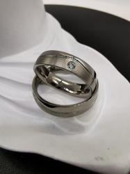 高品質の波の溝のチタニウムの宝石類の結婚指輪