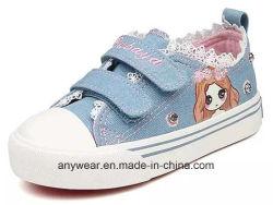 スニーカーの女の子のズック靴(491)を揺する子供のスポーツ