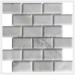 Weißes gestolpertes Steinmarmormosaik 3D für Wand-Fliese