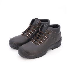 رجال جلود أصالة عاديّون يعملون من الصلب أدوات لحماية أحذية الأمان للرجال