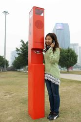 Обочине шоссе телефон экстренной связи станции Sos телефонного вызова .