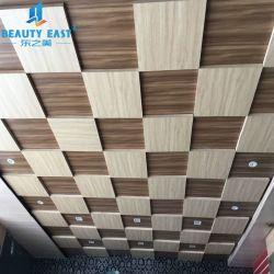 Commerce de gros à la mode en carreaux de plafond en aluminium de forme carrée