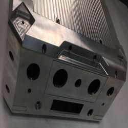 Cabine de folha de metal e caixas para peças de avião
