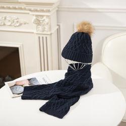 Qualitäts-warmer gestrickter Hut und Schal eingestellt mit POM-POM für Erwachsene
